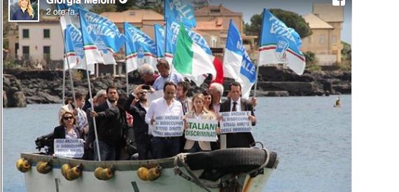 """Finti """"sbarchi"""" organizzati dai sindaci, Meloni attacca: «Noi con gli italiani» (video)"""