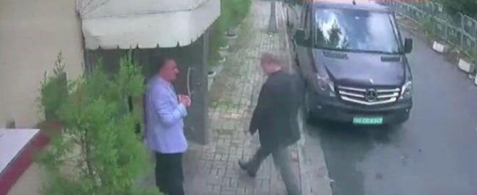 Giornalista fatto a pezzi in ambasciata. C'è il video della mattanza
