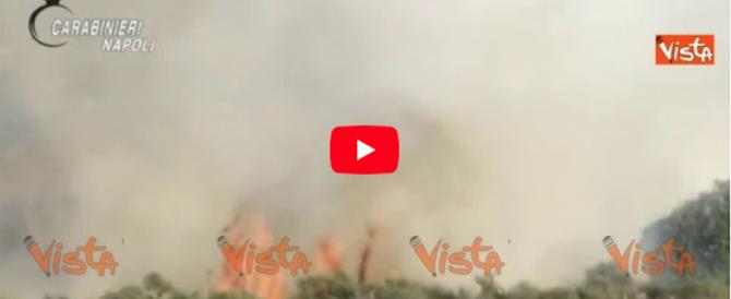 Capri, giocava a incendiare le foglie: così un 15enne ha dato fuoco al Monte Solaro (video)
