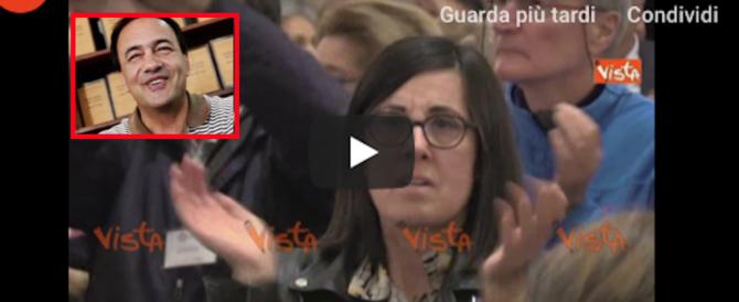 """Milano, Lucano portato in trionfo da Sala al grido di """"Bella ciao"""" (video). E i reati?"""