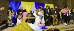 Il ballo più ridicolo della storia: il web deride Leoluca Orlando (video)