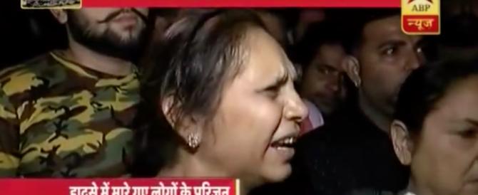 Orrore in India: treno travolge processione religiosa, 50 morti (video)