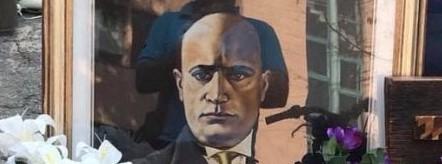 Quadro del Duce sulla bancarella, espulso ambulante a Buccinasco