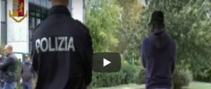 Savona, richiedenti asilo spacciano ai minorenni davanti alle scuole (2 video)