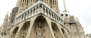"""La follia della Sagrada Familia """"abusiva"""". E la sindaca di Barcellona chiede 36 milioni"""