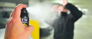 Spruzzano spray urticante a scuola: 1500 evacuati, molti finiscono in ospedale