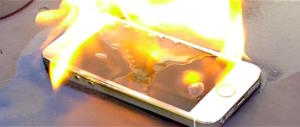 Terrore a Perugia: esplode telefono, neonata salvata dalle fiamme