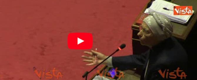 Emma Bonino, l'ultimo delirio: ecco come accusa gli italiani di razzismo (video)