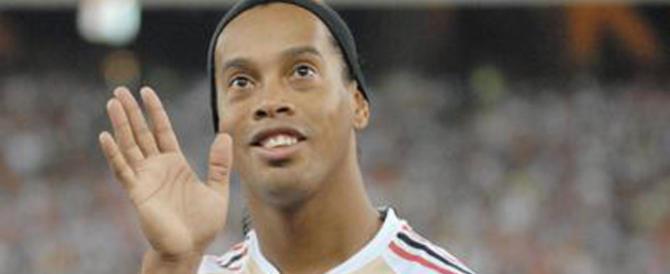 Ronaldinho, sul suo conto corrente solo 6 euro. Ma qualcosa non torna