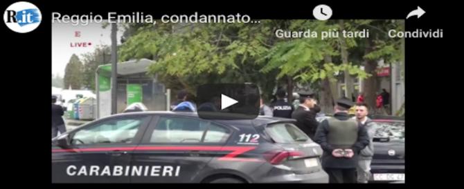 Paura a Reggio Emilia, armato si barrica alle poste con 5 ostaggi (Diretta streaming)