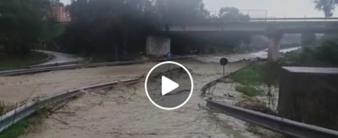 La Palermo-Agrigento trasformata in fiume. «Non prendete quella strada…» (video)