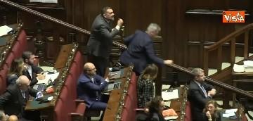Decreto Genova, sì nella notte. Rissa sfiorata tra FdI e Pd alla Camera (video)