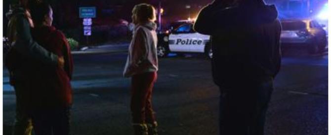 Los Angeles, un uomo armato entra in un locale e fa strage di studenti: 13 morti