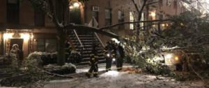 Tempesta di neve negli Usa, New York in tilt: decine di morti (video)