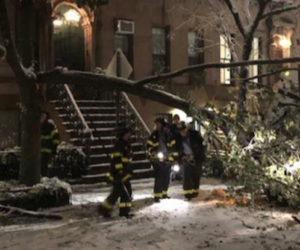Tempesta di neve negli Usa, New York in tilt: decine di morti (video)