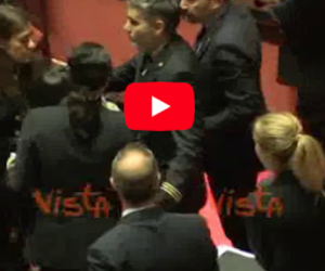Senato, battibecco e rissa sfiorata tra Licia Ronzulli e Barbara Lezzi (video)