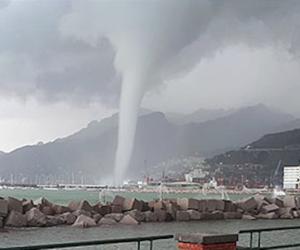 Maltempo: tromba marina a Salerno, danni alla Reggia di Caserta (video)