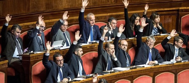 Ok in Senato al decreto sicurezza: 5 grillini non votano. Rischiano l'espulsione