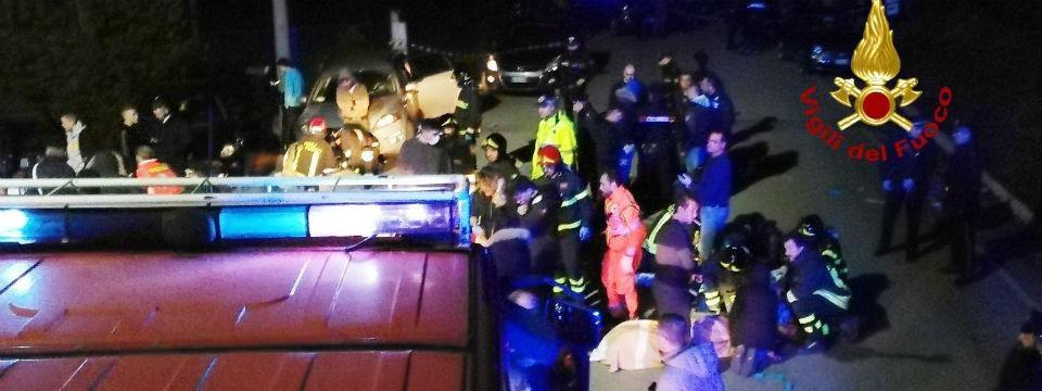 Corinaldo, i soccorsi dei Vigili del Fuoco alle vittime della tragedia nella discoteca Lanterna Azzurra