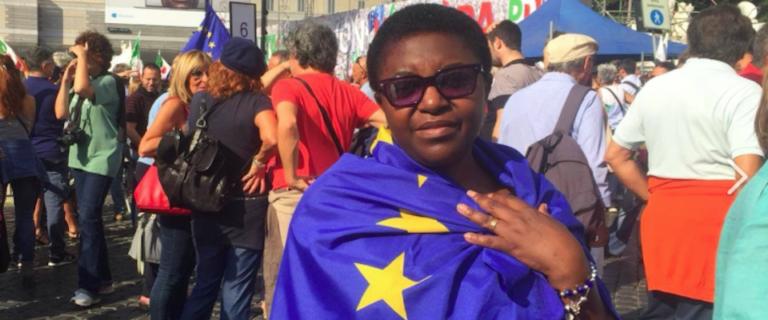 la kyenge chiede che l'europa tolga all'italia le scelte sui migranti.