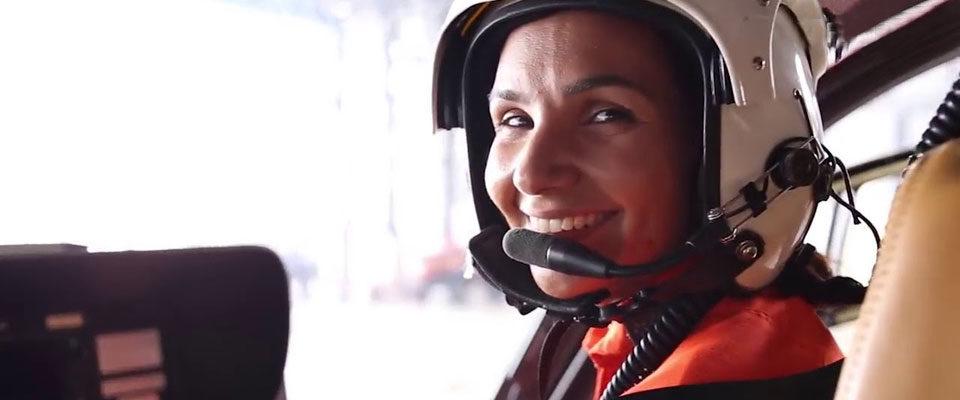 La pilota dei vigili del fuoco brasiliani Karla Lessa