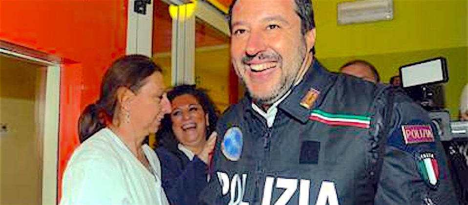Salvini in divisa