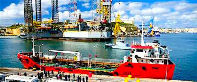 Il mercantile sequestrato dai clandestini ormeggiato al Porto de La Valletta, a Malta