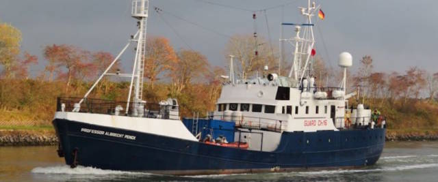 La nave Alan Kurdi, battente bandiera tedesca, della Ong tedesca Sea Eye