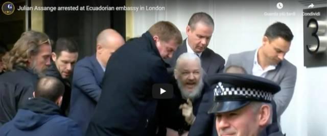 Il movimentato arresto di Julian Assange da parte della polizia metropolitana londinese all'interno dell'ambasciata dell'Ecuador