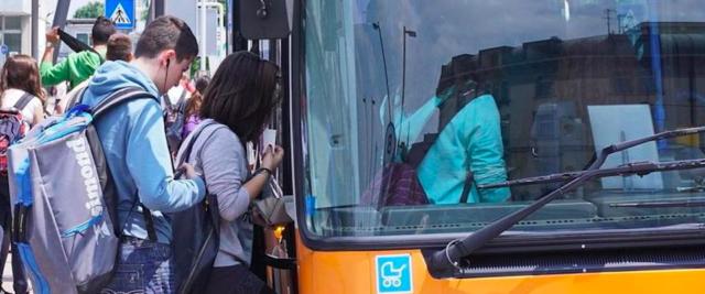 nigeriano pesta controllore sul bus