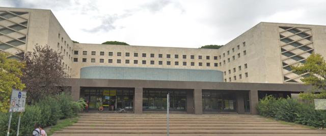 Il centro smistamento delle Poste a Ostiense dove è stato intercettato il proiettile diretto a Salvini