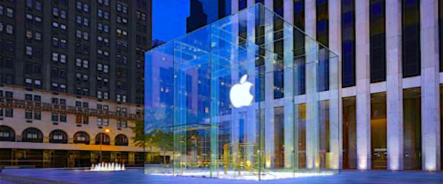 Lo shop della Apple, sotto accusa per l'hackeraggio subito per almeno due anni da milioni di Iphone