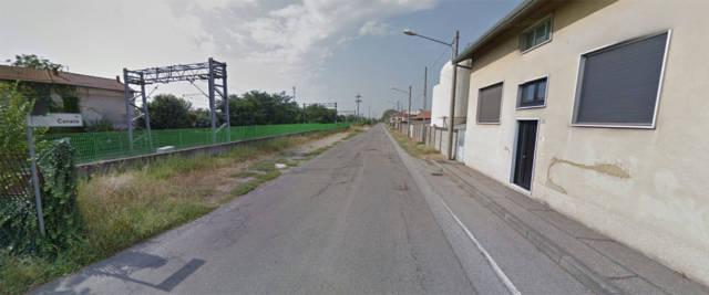 Via Canale, a Busto Arsizio: qui, in un campo, è stato trovato il cadavere della 19enne suicida che, per anni, è stata violentata dal convivente egiziano della madre