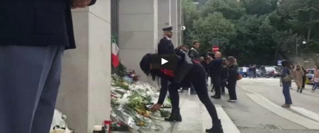 poliziotti uccisi l'omaggio dei triestini