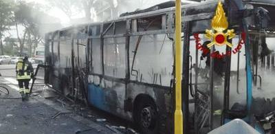 ATAC bus_Roma_bruciato_8dic_ADNKRONOS