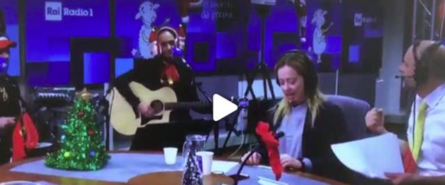 """Giorgia Meloni canta """"Jingle Mes"""" a """"Un giorno da pecora"""""""