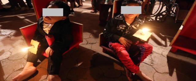 India, seppellliscono vivi i figli disabili foto Ansa