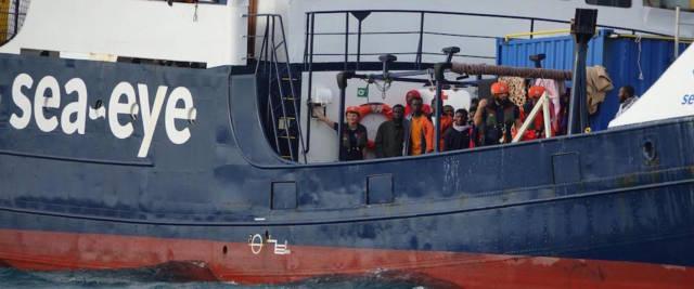Alan Kurdi sbarca a Pozzallo foto Ansa
