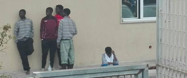 Migranti in un hotspot foto Ansa