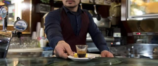 caffè rincarato tunisino scatena l'inferno foto Ansa