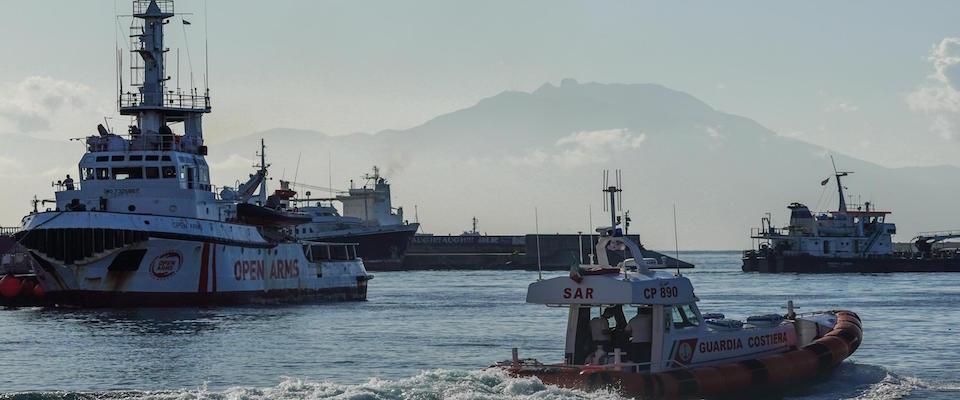 secoloditalia migranti sbarcano a Messina e Taranto foto Ansa