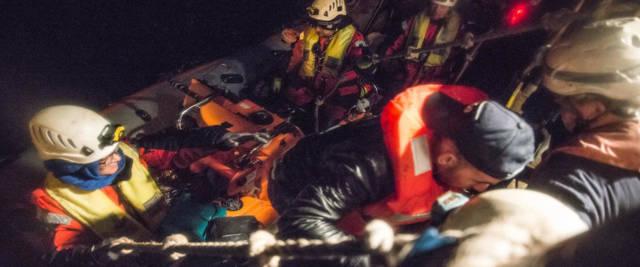 La Sea Watch soccorre i migranti foto Ansa