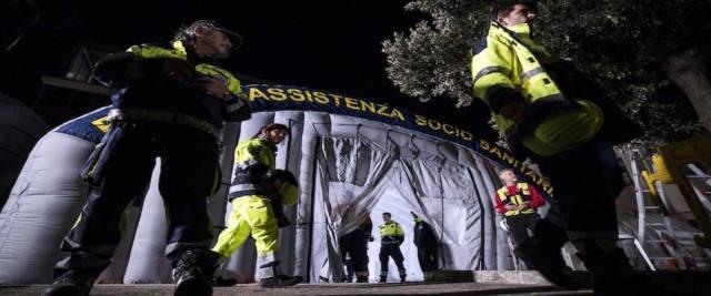CORONAVIRUS - LE TENDE PRE-TRIAGE MONTATE DALLA PROTEZIONE CIVILE DAVANTI ALLO SPALLANZANI