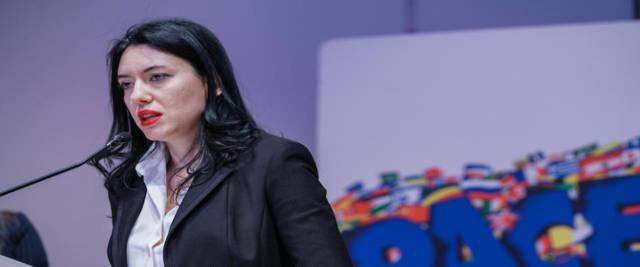 Azzolina contro i sindacati, ma non li denuncia - Secolo d'Italia