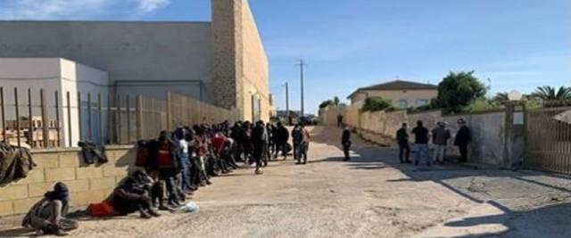 Immigrati a Siracusa foto dalla pagina Facebook di Giorgia Meloni