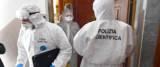 Agenti della Polizia Scientifica al lavoro nel palazzo di via Bertuccioni a Genova