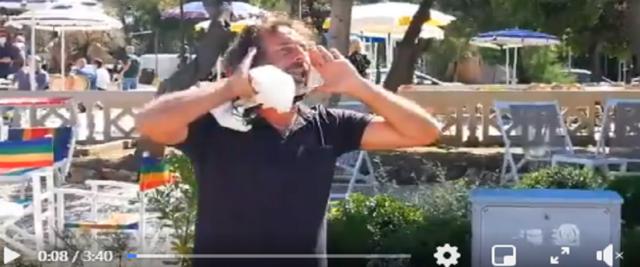Barista disperato frame dal video postato sulla pagina Fb di Marcello Carrani