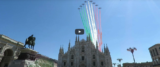 Frecce Tricolori in volo su Milano, frame da video Youtube