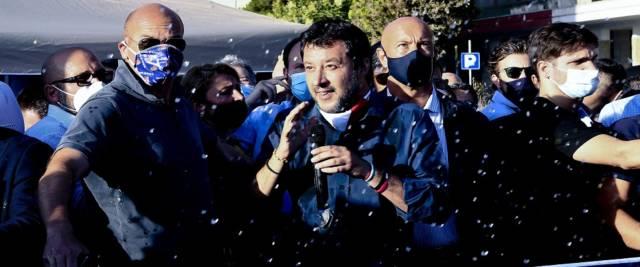 Salvini a Mondragone foto Ansa