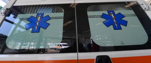 Un'ambulanza del 118 foto Ansa